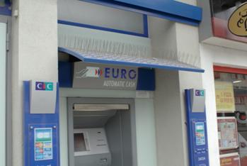 Les distributeurs de billets en voie de disparition dans les villages