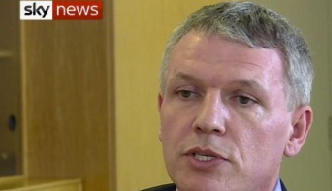 L'incroyable courage de Gary Aitkenhead, chef du laboratoire militaire britannique… qui n'accuse pas la Russie !