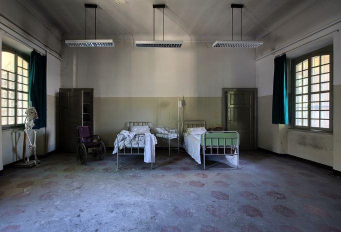 « Silence on tue dans les hôpitaux français! Colère dans les cathéters. » L'édito de Charles SANNAT