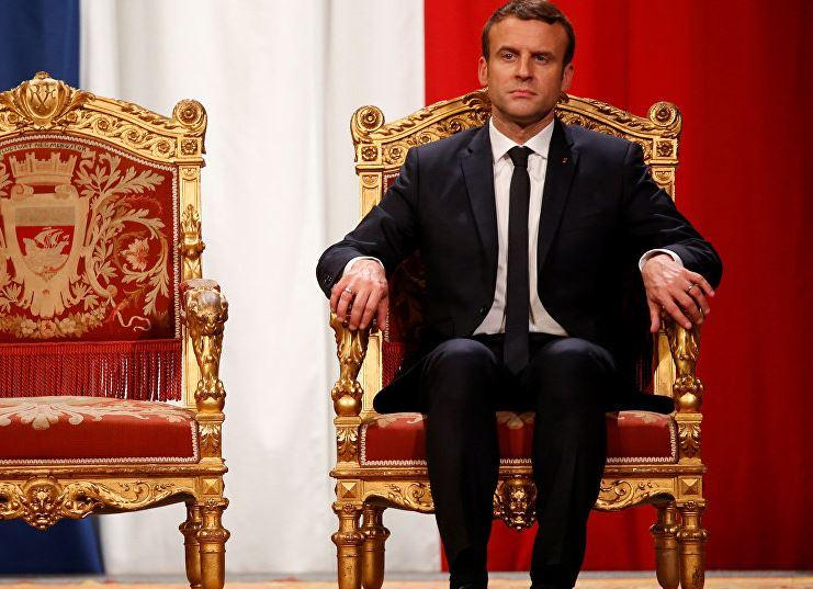 « Macron attaqué, Macron encerclé, Macron terré. Qui attaque le président français ? » L'édito de Charles SANNAT