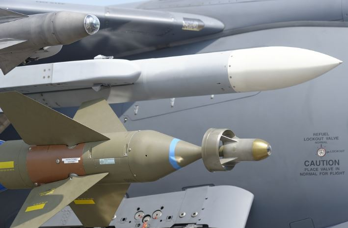 Le New-York Times révèle que la France refile des armes en Libye…