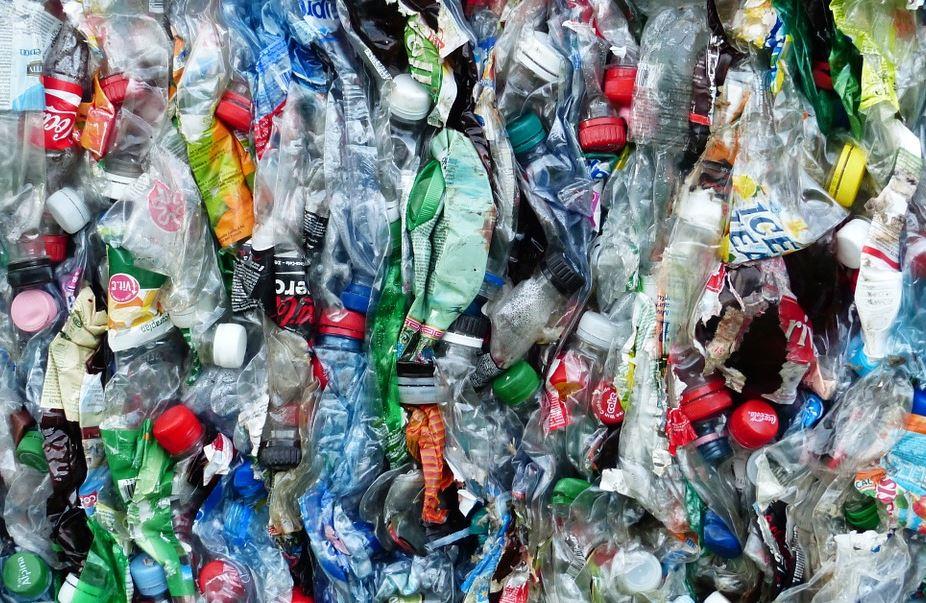 « Le scandale de la délocalisation de la… pollution ! Le scandale du plastique » L'édito de Charles SANNAT