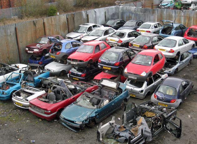 La chute vertigineuse des ventes de voitures en Chine.