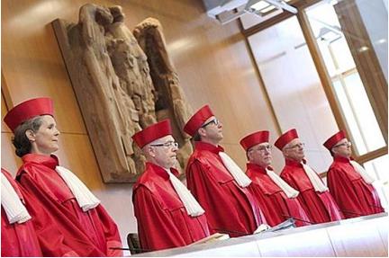 « Qui veut la peau de l'euro ? La Cour de Karlsruhe ! » L'édito de Charles SANNAT