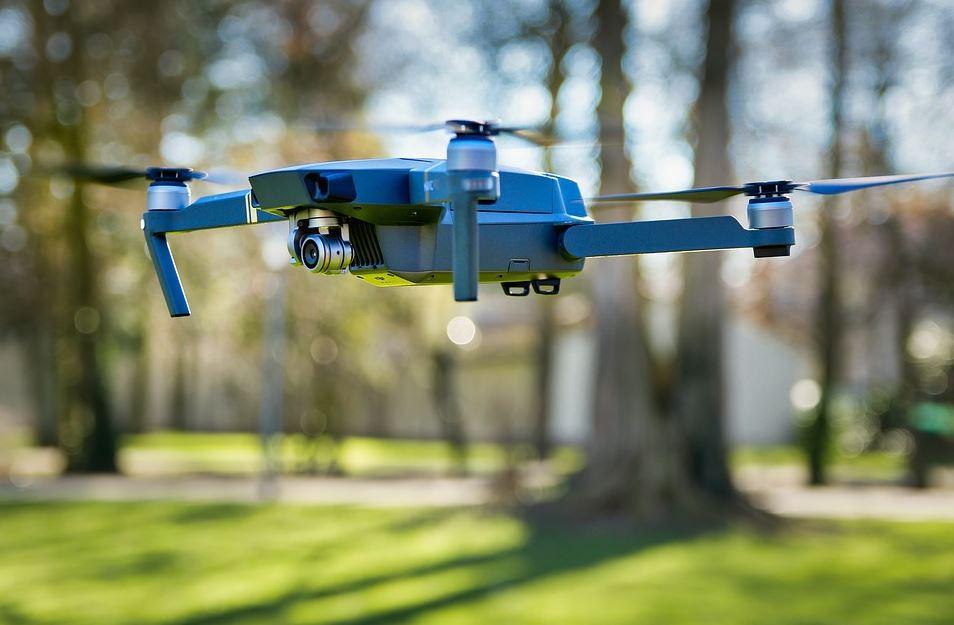 Tonton, pourquoi tu tousses? Le mini drone à 40 000 dollars pièce de l'armée française….