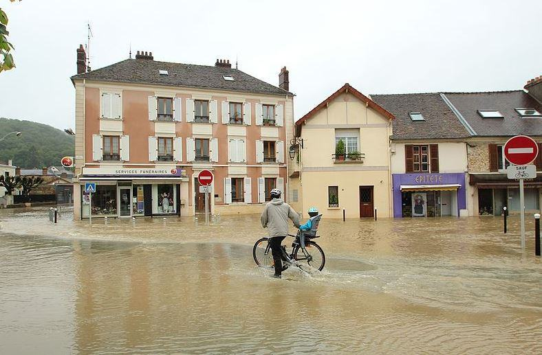 « De la taxe d'habitation à la taxe inondation… ? » L'édito de Charles SANNAT