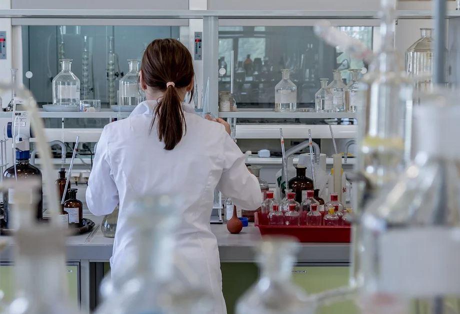 Les gentils labos qui surfacturent les vaccins Covid pour… 31 milliards d'euros !