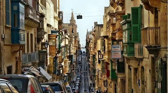 « Malte, l'autre scandale européen. L'Allemagne enquête sur près de 2 000 sociétés fantômes basées à Malte !! » L'édito de Charles SANNAT