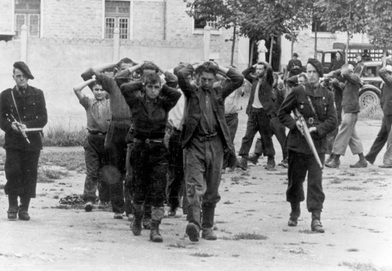 « La milice de Macron… La pire des dérives en marche ! » L'édito de Charles SANNAT