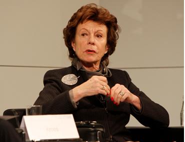 « Le scandale de l'ex-commissaire européen : Neelie Kroes, la femme aux 43 mandats d'administratrice… ! » L'édito de Charles SANNAT