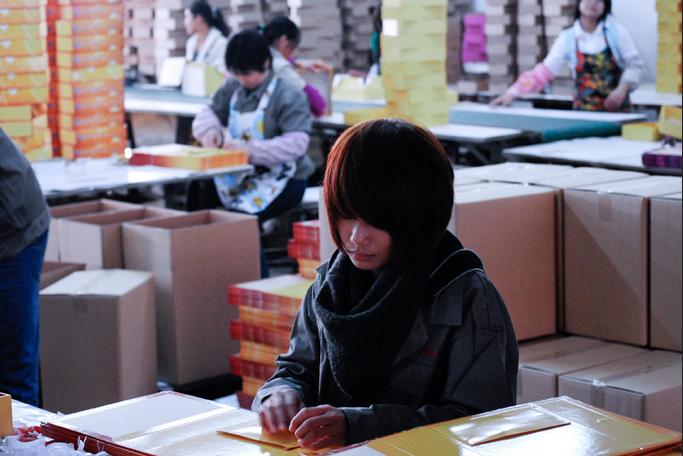 Les bas salaires chinois sont déjà trop hauts !! L'hallucinant paradoxe