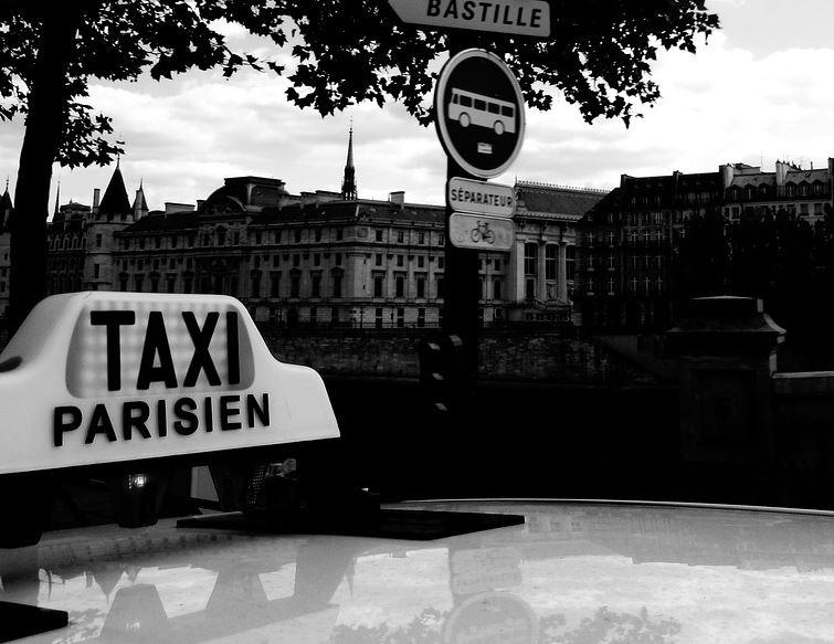 400 000 € de frais de taxis pour le mamamouchi du Grand Palais. Ben voyons !!