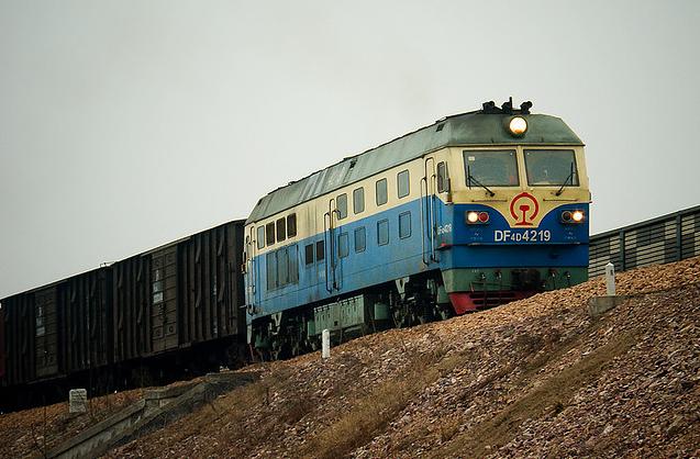 Des trains réguliers de marchandises relient l'est de la Chine à Rotterdam