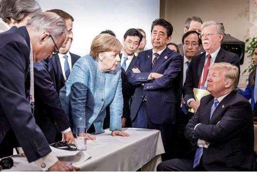 « Ne dis plus que je ne te donne jamais rien » : Trump aurait jeté des bonbons à Merkel