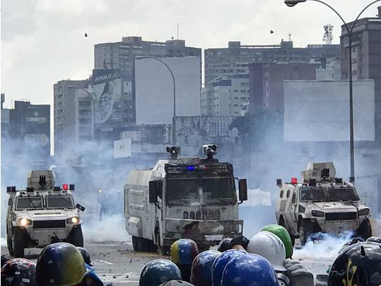 Le Venezuela sombre dans le chaos ! 2 600 soldats dans l'ouest du pays après des pillages et attaques