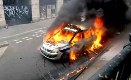voiture-police-incendiee