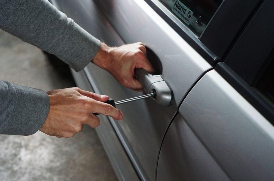 voleur vol avec effraction voiture